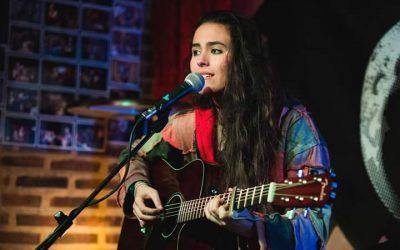 """Presentación del disco de Alba García """"Susurros del Alma"""" en Restaurante Vegano Cookaluzka"""